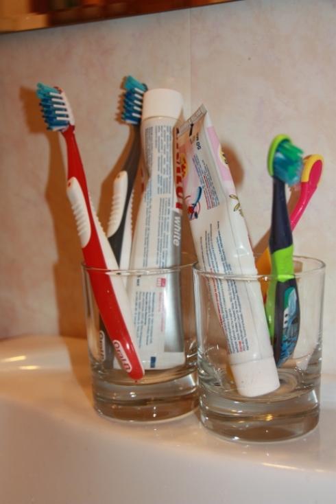 Детская электрическая зубная щетка колгейт барби